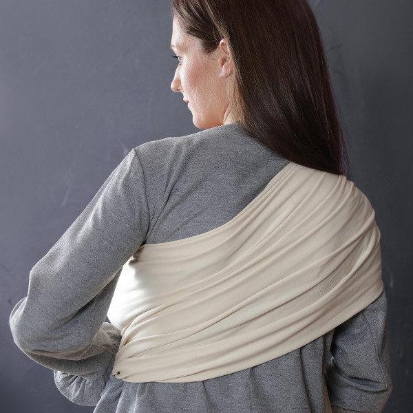 Une charpe de portage sling écru vue de dos