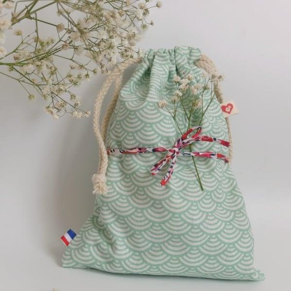 Le pochon de la box allaitement L'Essentielle, un packaging éthique et durable