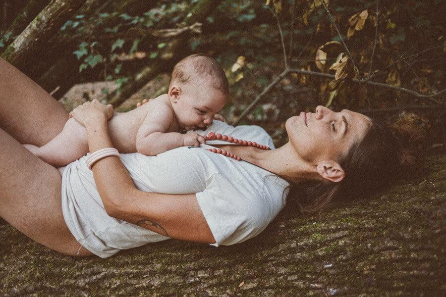 Les perles du collie d'allaitement permettent à bébé d'appuyer sur la zone douloureuse de la gencive pour avoir moins mal lors des poussées dentaires