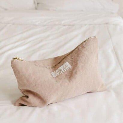 La pochette en lin Adorna, en coloris rose poudré