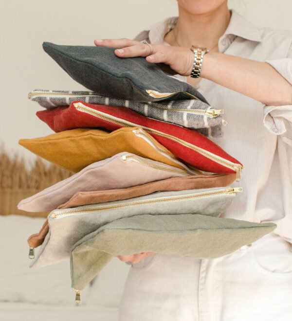 La pochette Adorna existe en différents coloris