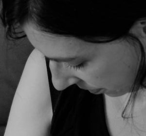 Claire, créatrice de L'Embrasse Cœur, des colliers d'allaitement éthiqueset originaux
